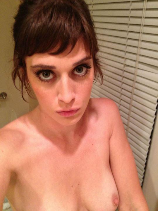 Лиззи Каплан слитые фото