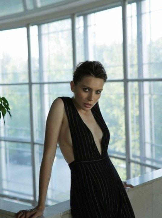 Валерия Федорович с голой грудью