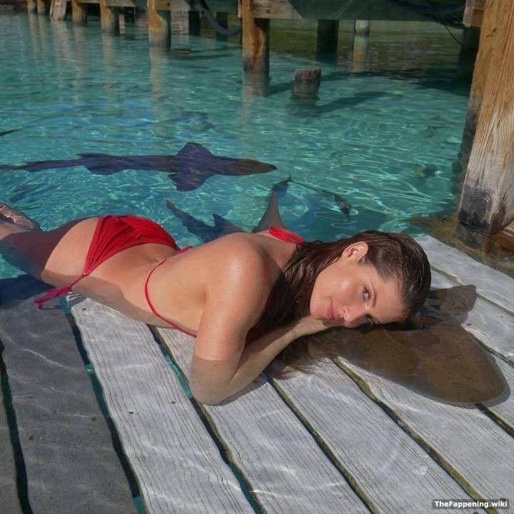 Аманда Черни в купальнике