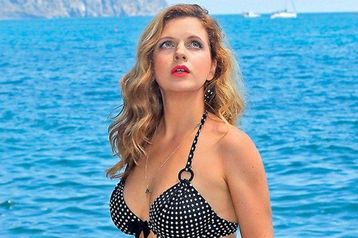 Похудевшая Анастасия Денисова в купальнике