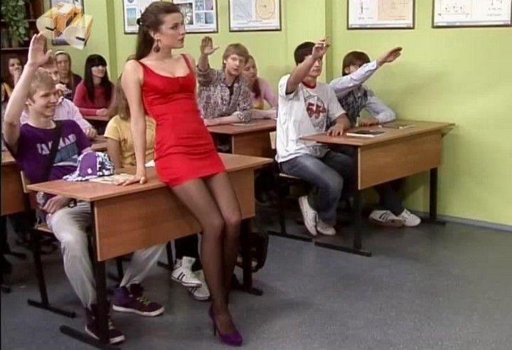 Анастасия Сиваева в красном мини платье и чулках