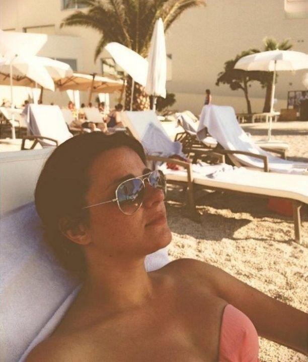 В купальнике на пляже