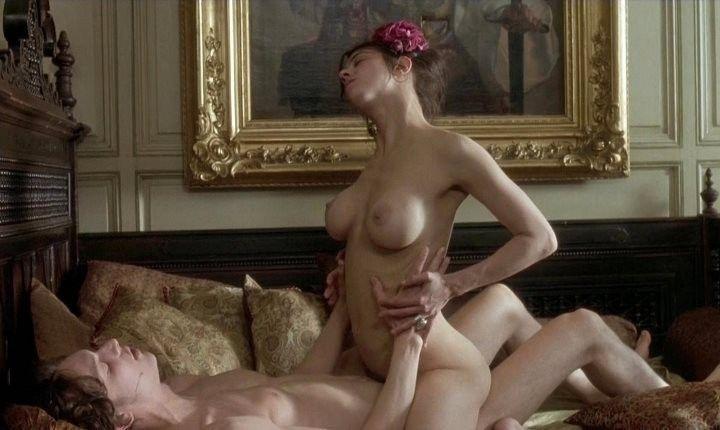 Азия Ардженто занимается сексом в позе наездницы