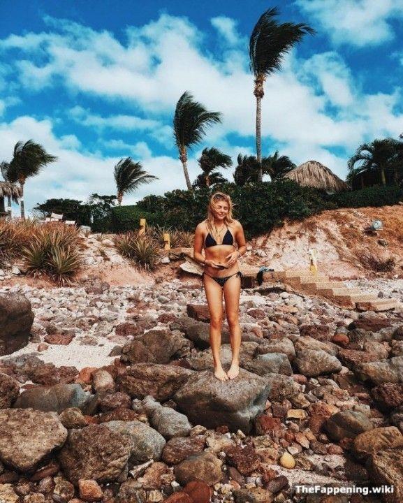 Хлоя Грейс Морец в купальнике