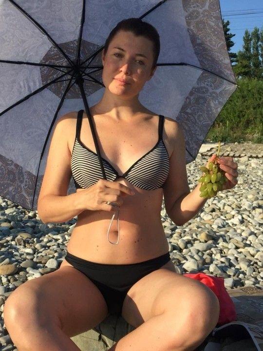 Глория Августинович в купальнике