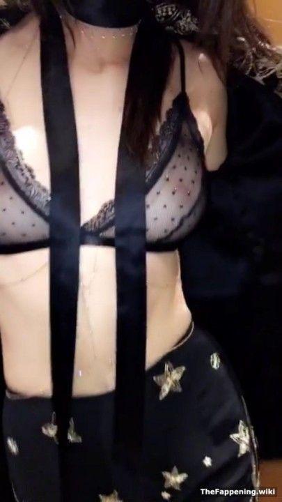 Kendall Jenner в прозрачном лифчике