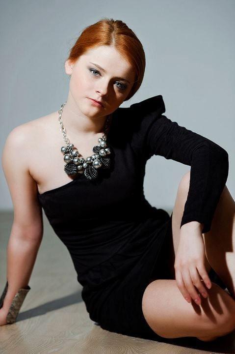 Ксения Суркова в сексуальном платье