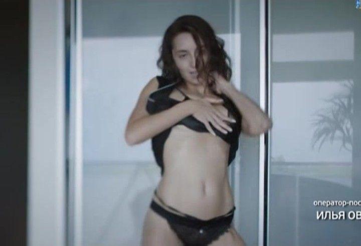 Марта Носова танцует стриптиз