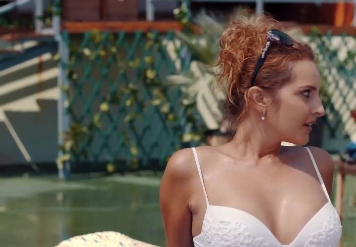 Софья Каштанова в купальнике