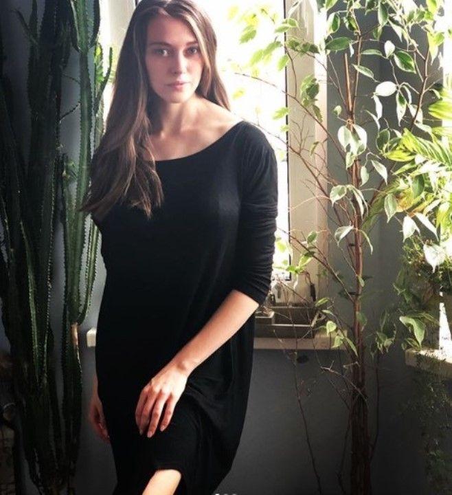 Александра Никифорова в платье