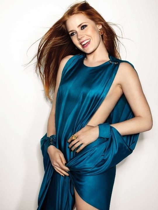 Эми Адамс в платье без нижнего белья