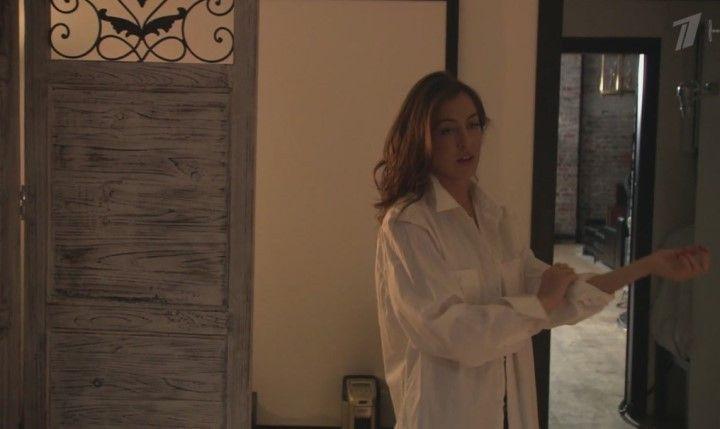 Анастасия Меськова без белья в рубашке