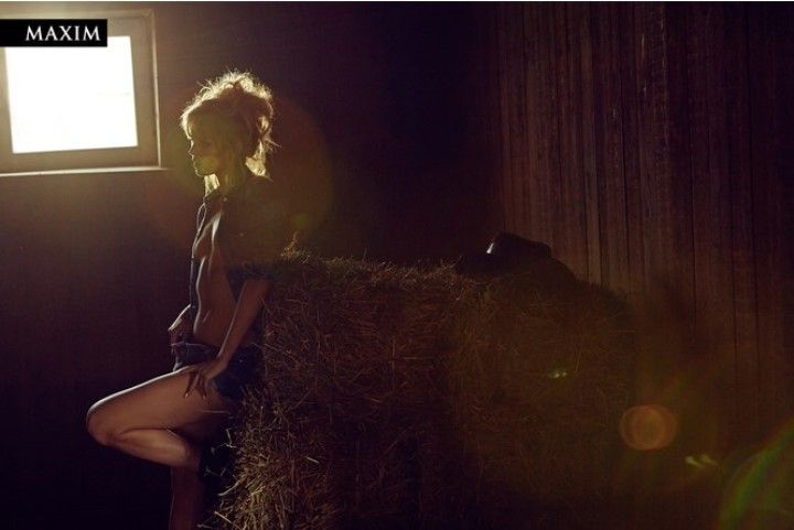Анастасия Стежко фото в журнале Максим