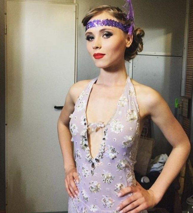 Анна Кошмал в платье без лифчика