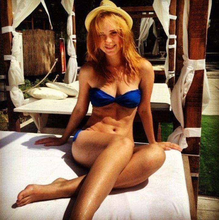 Анна Кошмал в купальнике