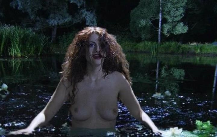 голая грудь Анны Ковальчук