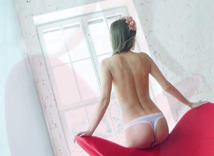 Анна Михайловская в трусиках