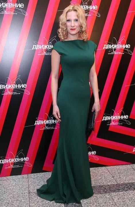 Анна Слю в платье