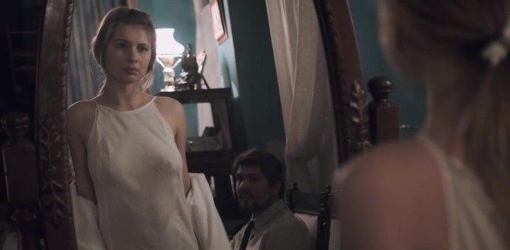 Анна Цуканова в платье на голое тело