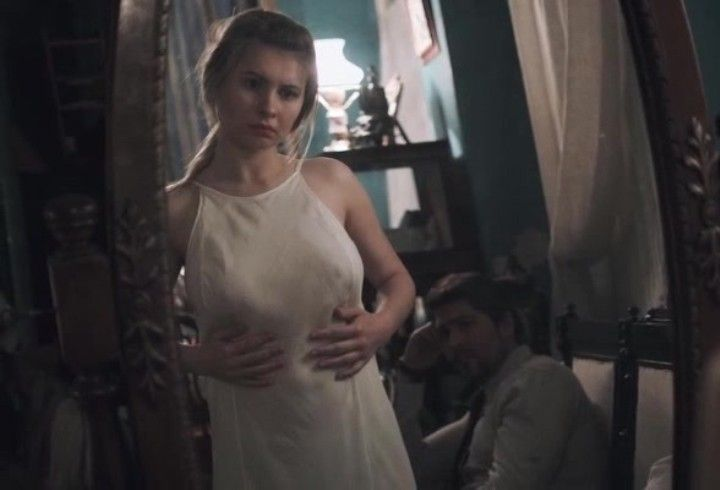 Анна Цуканова в прозрачном платье без лифчика