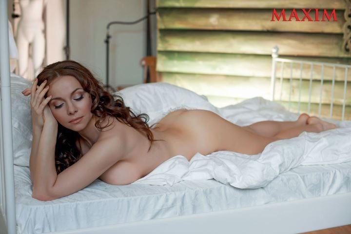голая Екатерина Гусева в постеле