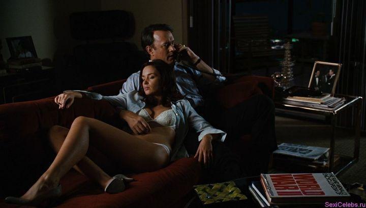 постельная сцена с Эмили Блант
