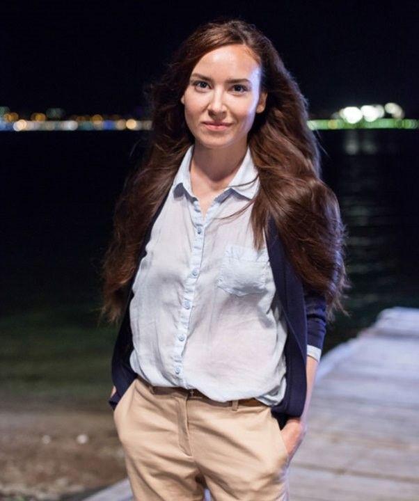 Юлия Александрова в прозрачной рубашке