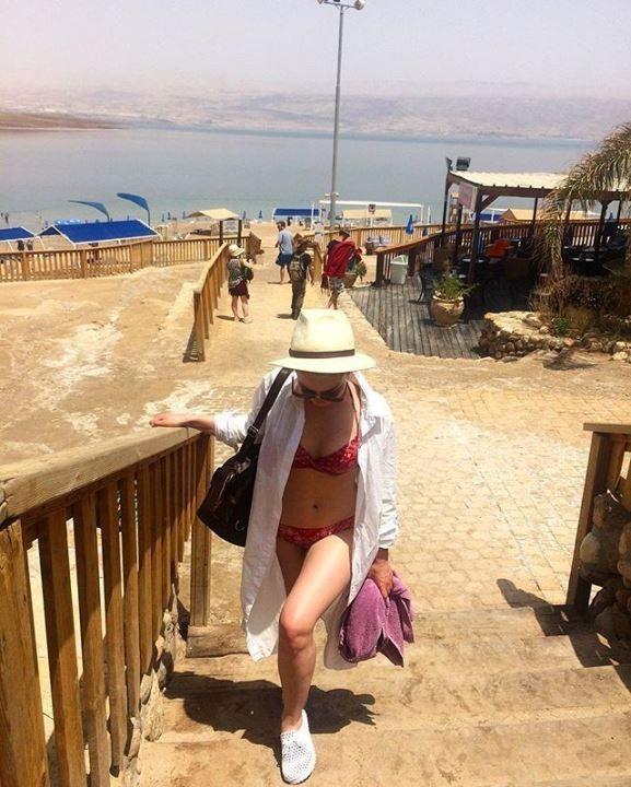 Юлия Маргулис в купальнике