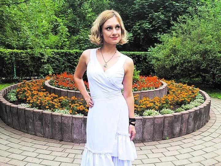 Карина Мишулина в платье
