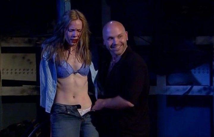 Марию Куликову раздевают на сцене