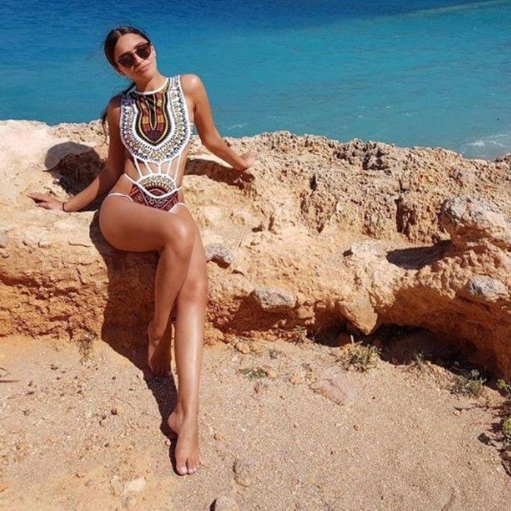 Мария Мельникова в купальнике