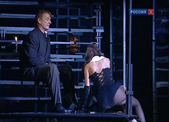 Мария Миронова в белье на сцене