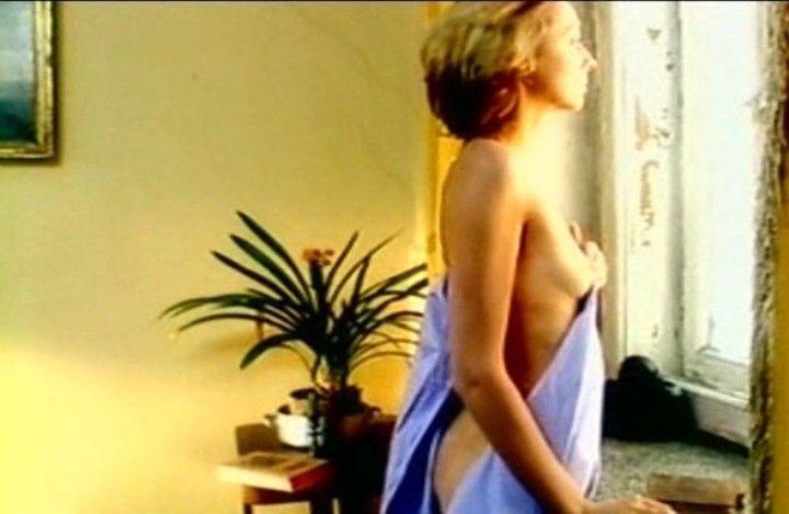 голая грудь и попа Натальи Коренной