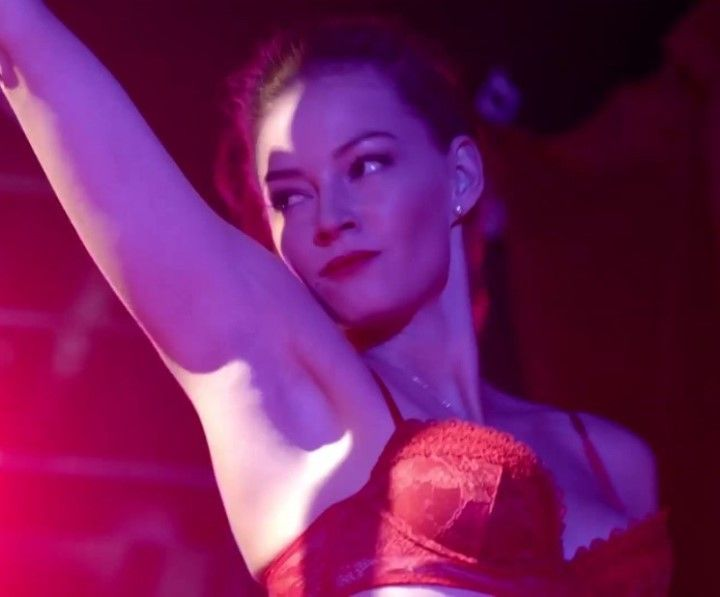 Светлана Ходченкова в красном лифчике