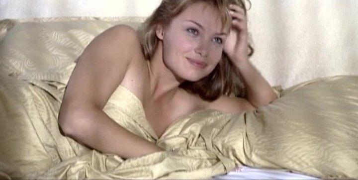 голая Татьяна Арнтгольц в постели