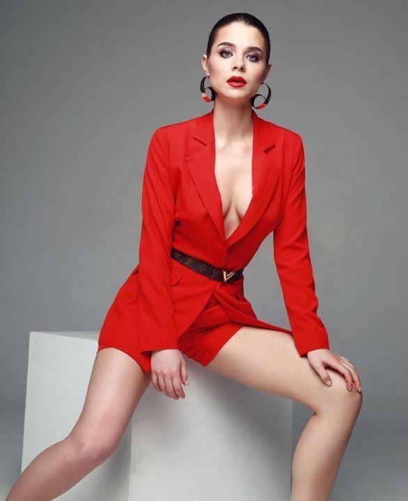 Валерия Бурдужа без лифчика