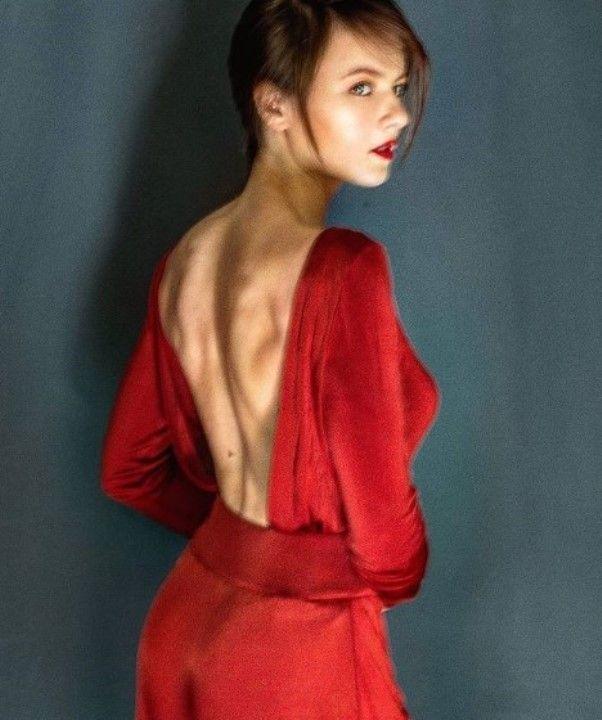 Вера Шпак в платье без лифчика