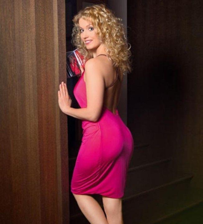 Виктория Герасимова в сексуальном платье