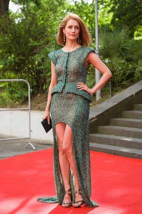 Виктория Исакова в прозрачном платье