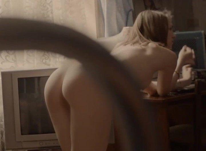 Яна Енжаева попа