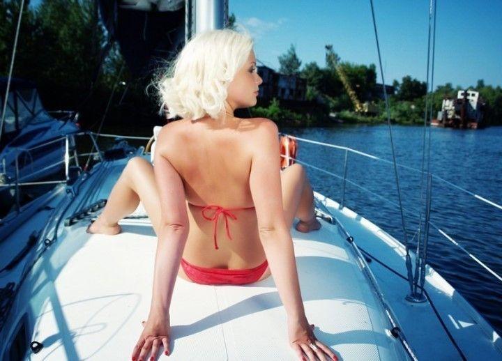 Екатерина Мельник в купальнике