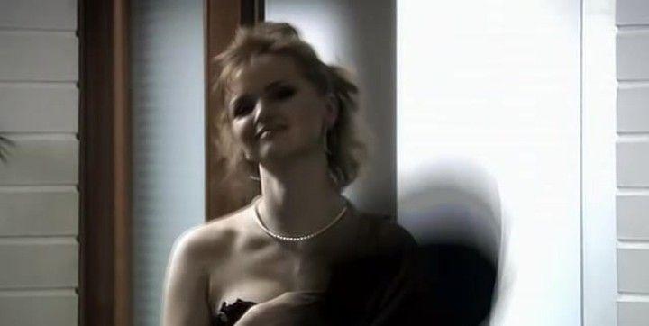 Юлия Вайшнур без лифчика