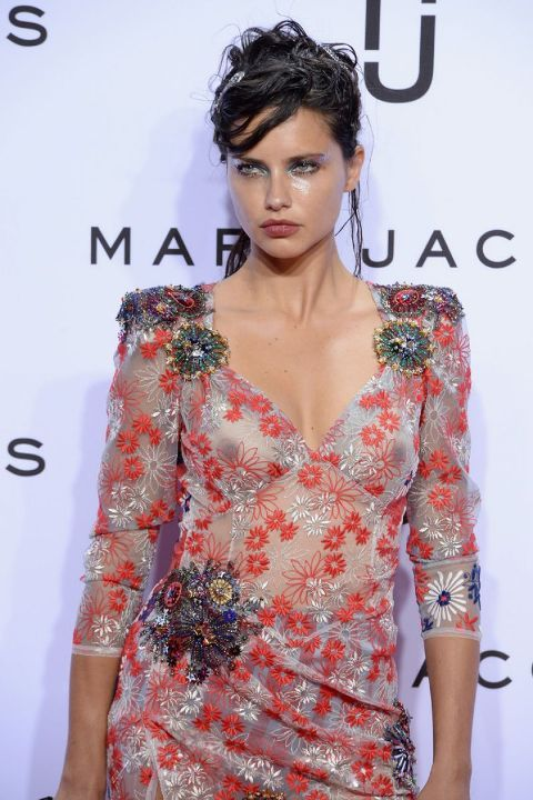 Адриана Лима в голом платье