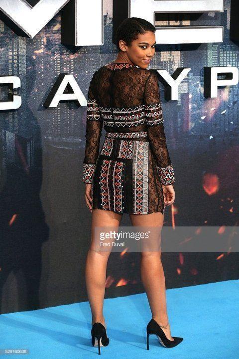 Александра Шипп в голом платье