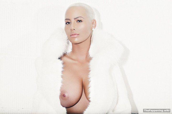 Эмбер Роуз голая грудь