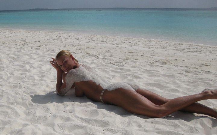 Голая Анастасия Волочкова на пляже