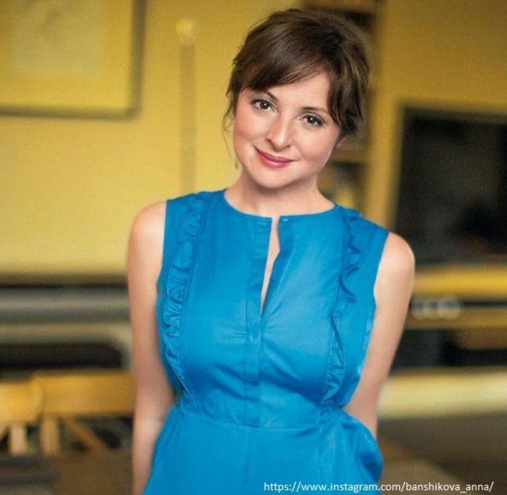 Анна Банщикова в платье