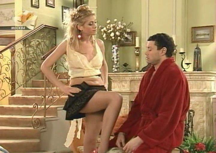 Анна Невская задрала мини юбку