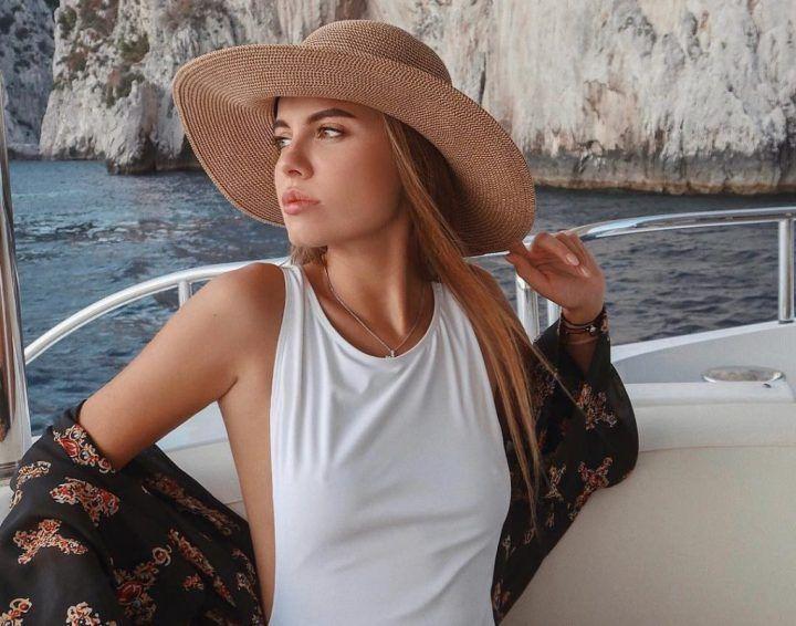 Дарья Клюкина в платье без лифчика