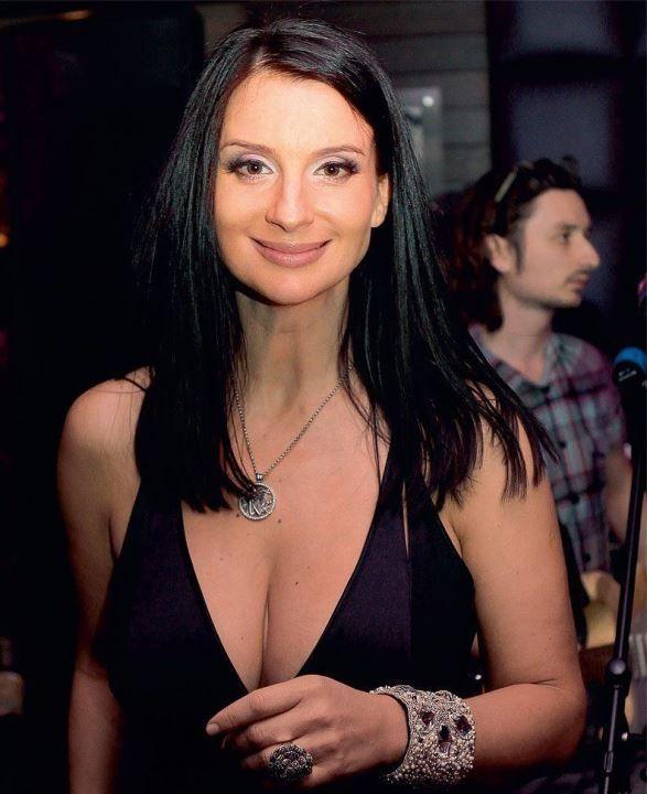 Екатерина Стриженова декольте
